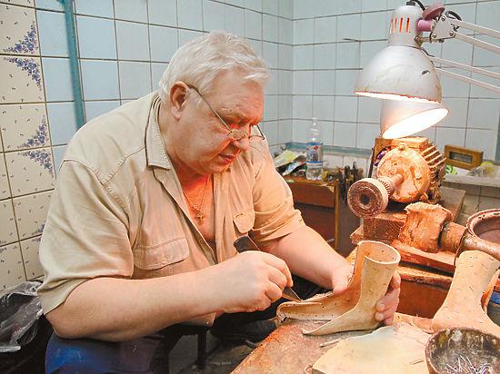 В столице на грани закрытия мастерская обуви для детей-инвалидов