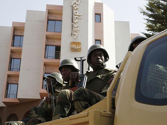 Теракт в отеле Мали: российских летчиков расстреляли во время завтрака