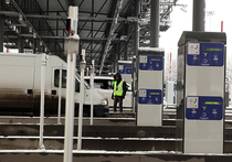 23 ноября — как водится, с пробками и массой недовольных — в платном режиме заработал участок новой трассы М11 Москва — Петербург от МКАД до Солнечногорска и Шереметьево