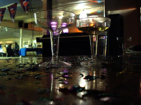 Россияне рассказали, как будут экономить на праздновании Нового года