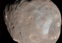 """Самая крупная марсианская луна под названием Фобос не просто разрушится спустя 20-40 млн лет, а превратится в кольцо, которое похоже по внешнему виду, плотности и свойствам на те, которыми наделен Сатурн, главный """"властелин колец"""" Солнечной системы"""