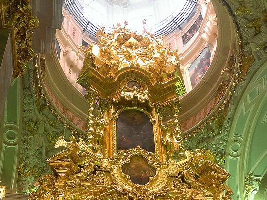 Реставраторы обнаружили, что гробницу Александра III уже раньше вскрывали