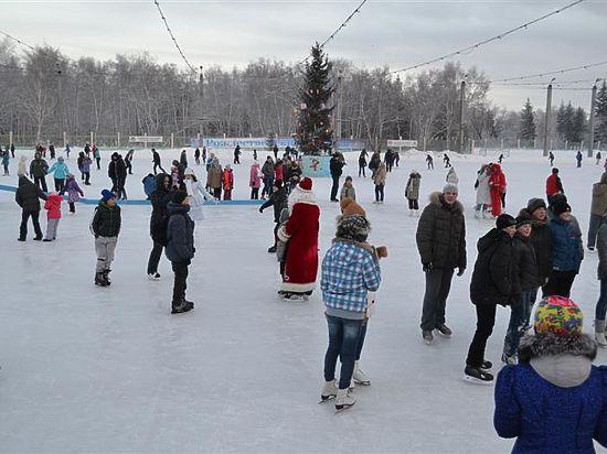 В Омске открыт зимний сезон: где покататься на лыжах и коньках?