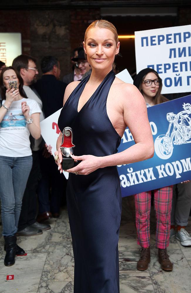 porno-s-devushkami-i-fallosom-foto-analnogo-seksa-v-popu-i-v-pizdu