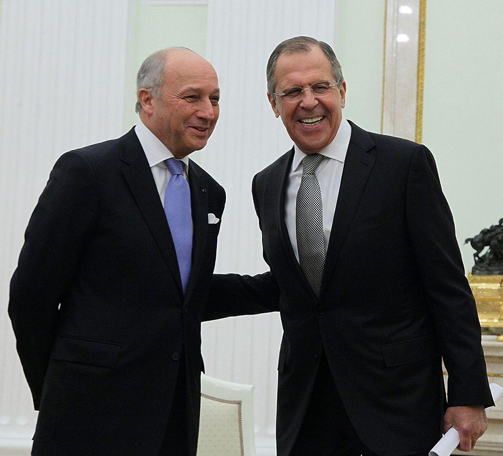 Путин принял Олланда в Кремле и обсудил совместную военную политику