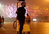 Житель Пекина с недавнего времени сделал экстравагантную попытку привлечения внимания к буквально катастрофической экологической ситуации в столице Китая и в стране в целом