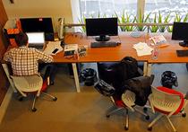 Зарубежные эксперты призывают офисным труженникам устраивать себе место для работы  максимально дальше от кабинета, где сидит их босс