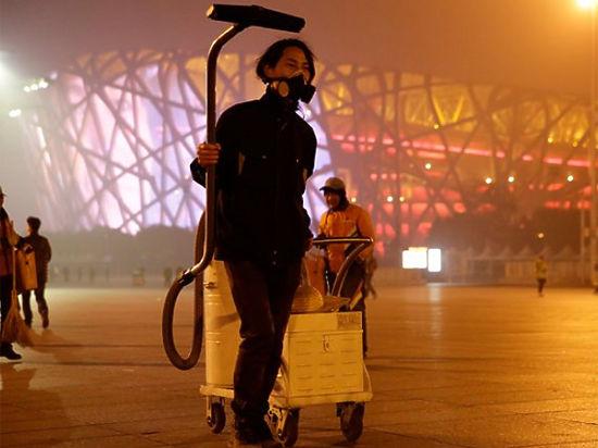 """Китаец создал """"кирпич"""" из попавших в пылесос частиц пыли от пекинского смога"""