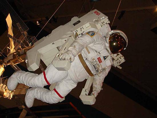 США объявили об отправке на МКС грузовика с реактивными ранцами
