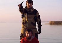 В Интернете появилась распространенная запрещенным в РФ «Исламским государством» видеозапись, на которой демонстрируется казнь молодого человека, обвиненного в работе на российские спецслужбы