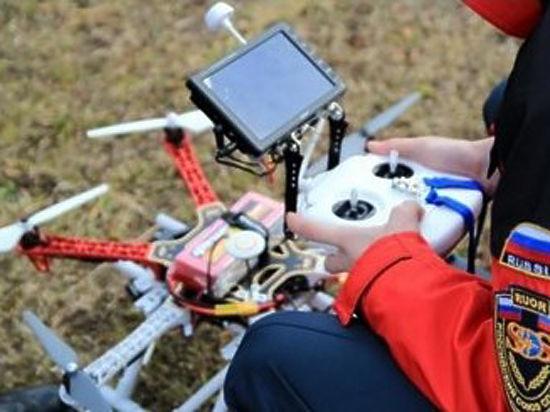 Будущие спасатели МЧС России провели в Подмосковье мастер-класс с использованием квадрокоптера