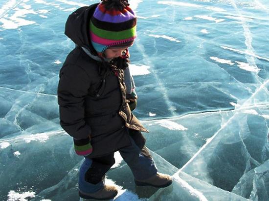 Столичные спасатели призывают горожан быть осторожнее на льду