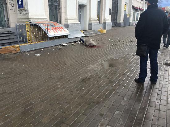 На севере Москвы мужчину убило куском балкона