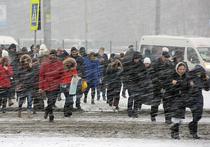 На этой неделе многие москвичи могли ощутить себя героями климатического триллера «Унесенные ветром»: ливень, выворачивающиеся наружу зонтики, поваленные деревья и дорожные знаки