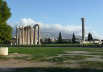 «Ну хоть не в Париж», – вздыхали сердобольные коллеги, узнав о том, что я собрался в тихие Афины