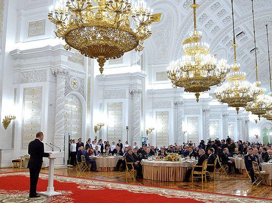 Таинственный благодетель порадовал Путина бесценной коллекцией царских наград