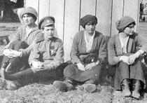 Дочери и жена Николая II Александра Федоровна не были расстреляны и дожили до старости, тело самого императора растворили в кислоте и выплеснули ее в реку, а захоронение в Поросенковом логу, где были найдены останки царской семьи  - на самом деле фальшивка, созданная по приказу Сталина