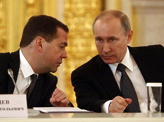 Путин не стал вручать Медведеву орден на церемонии в Кремле