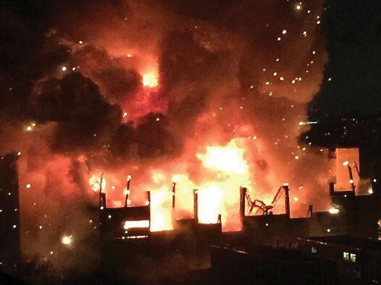 Завод горел, как два футбольных поля и три теннисных корта