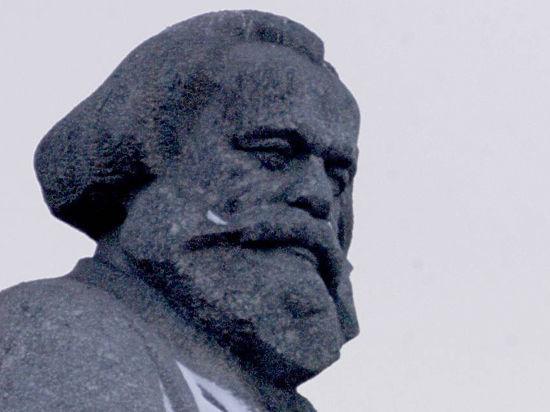 Сержант Недобой задержал Карла Марса на Пушкинской площади в Москве