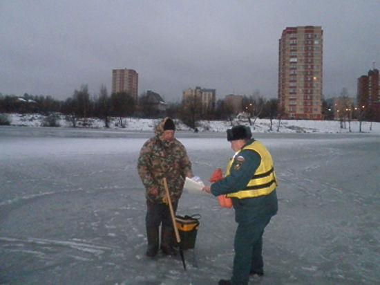 Патрулировать водные объекты новой Москвы продолжают столичные спасатели