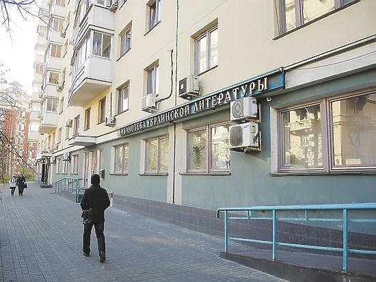 Следователи обыскали сотрудников Библиотеки украинской литературы и дочь ее директора