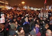 В Москве у Пушкинской площади прошла общегородская акция протеста против платных парковок, собравшая, по оценкам организаторов, от трех до четырех тысяч человек