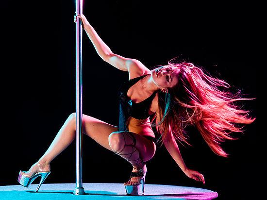 Фото приватный танец в стрингах видео