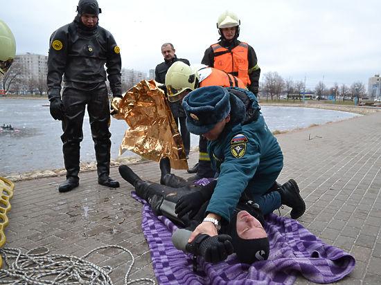 На Северо-востоке столицы спасатели наградили москвичей, спасших трех человек