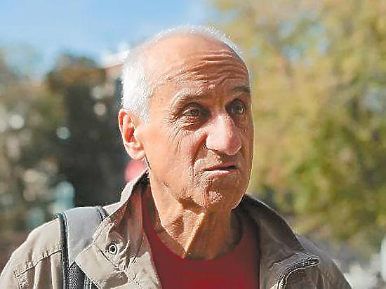 Пенсионер Ионов влюбился по уши и отказывается от митингов ради женщины