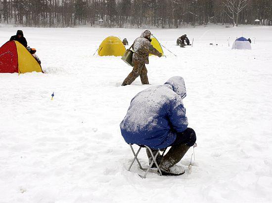 Сезон подледной рыбалки в Москве начался с двух утопленников