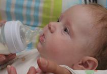 Из пяти проверенных молочных смесей для детей, которые называют заменителями грудного молока, один образец оказался, мягко говоря, неполезным для грудничков