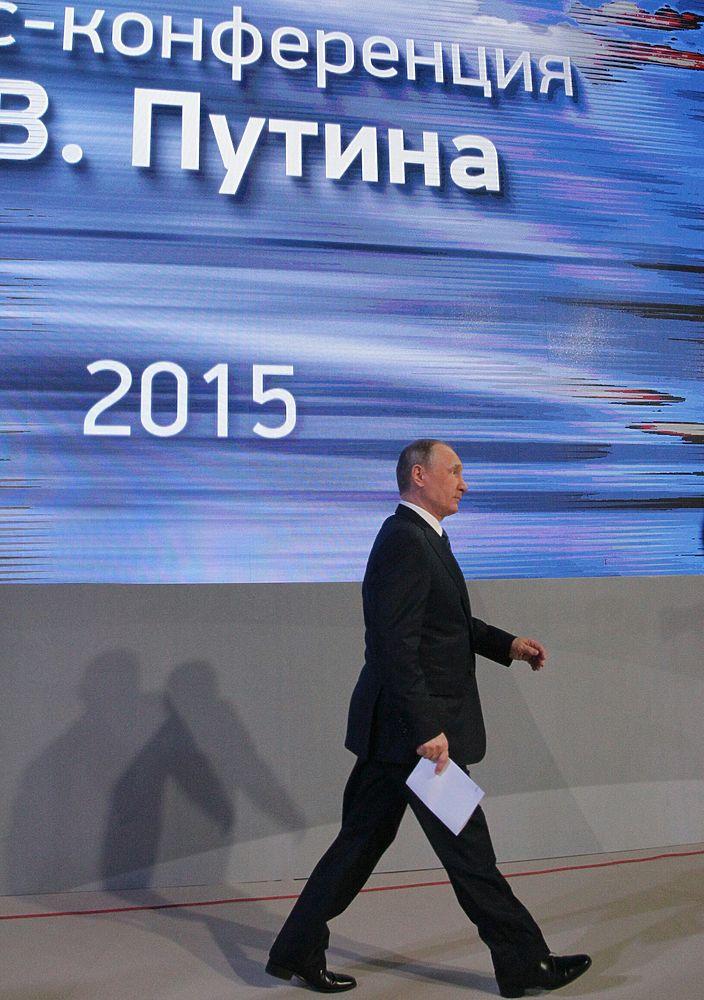 Кадры с ежегодной пресс-конференции президента РФ Владимира Путина