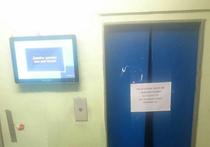 Лифты в московских домах — старые, скрипучие, вечно ломающиеся
