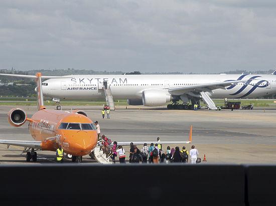 Во время полета на борту самолета Air France обнаружили бомбу
