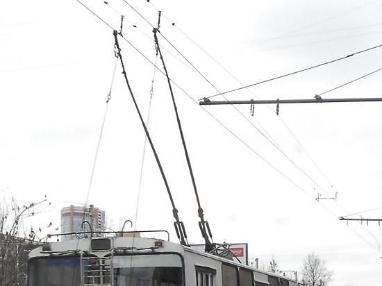 Водителей московских троллейбусов начали массово переобучать на водителей автобусов