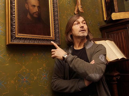 У Никаса Сафронова украли картины на его Родине