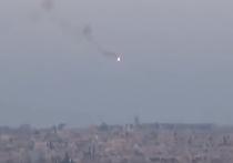 Сирийские повстанцы, сражающиеся с войсками Башара Асада, опубликовали видео с пуском ракеты по автомобилю, водитель которого увернулся от противотанковой ракеты за секунду до взрыва