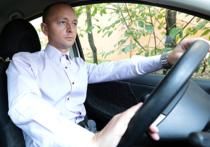 Согласно закону, который вступает в силу с 15 января, водителей, задолжавших более 10 тысяч рублей, смогут ограничивать в праве управления автомобилем