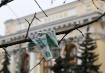 Падение российской валюты, ускорившееся пред новогодними праздниками, явилось закономерным следствием окончания налогового периода и падения цен на нефть, заявляют экономисты