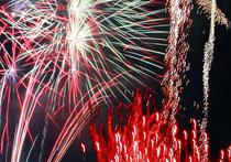 Просто невозможно нам теперь представить себе Новый год без иллюминации, без праздничных салютов