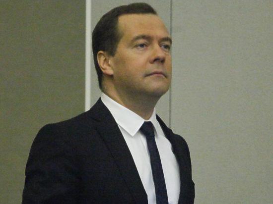 Медведев запретил турецким фирмам заниматься туризмом и строительством в России
