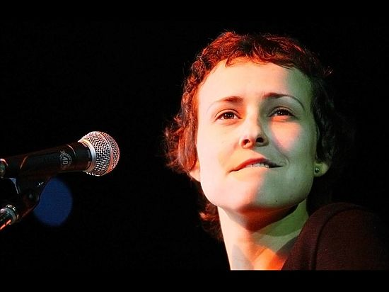 Чичерина дала концерт на российской авиабазе в Сирии