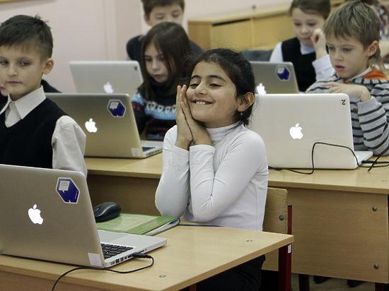 Школьникам разрешили пользоваться гаджетами максимум 25 минут
