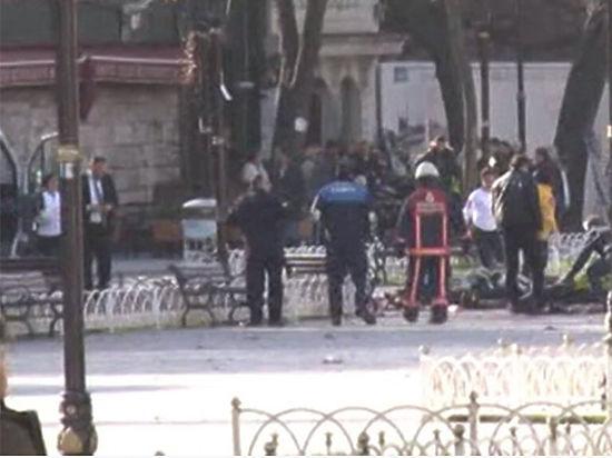 В центре Стамбула взорвали трамвайную остановку, пострадали туристы