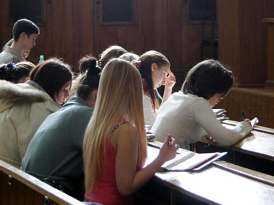 Российские вузы тратили деньги на зарплаты вместо повышения качества образования