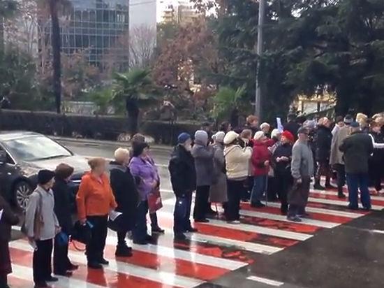 Сочинские старики рассказали, зачем перекрыли движение по городу