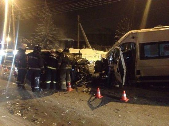 При столкновении BMW и автобуса № 27 в Иркутске погиб мужчина и пострадало шесть человек