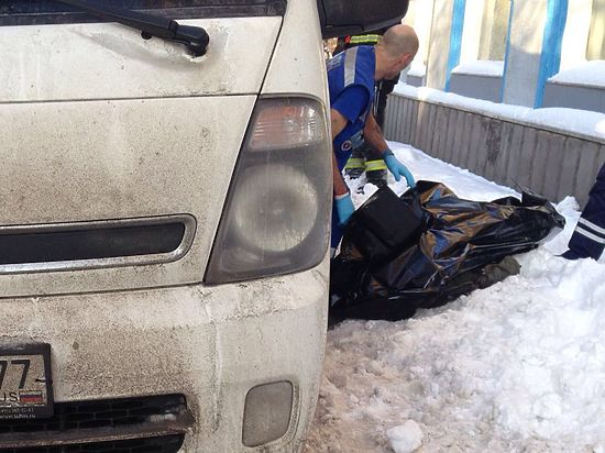 Грузовик, паркуясь, шесть раз переехал прохожего на севере Москвы
