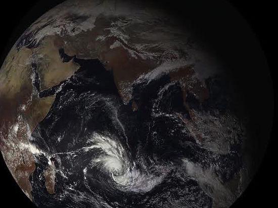 Первые снимки спутника «Электро-Л» №2: за облаками никому не скрыться